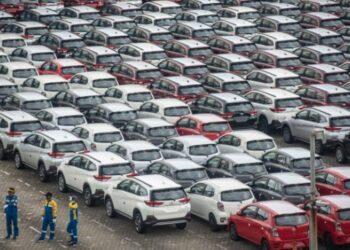 Ilustrasi. Jajaran mobil yang akan didistribusikan ke sejumlah kota di Indonesia. ANTARA FOTO/Aprillio Akbar