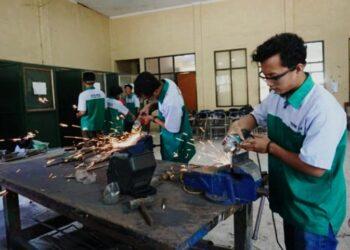 Ilustrasi. Pelatihan teknis bagi lulusan SMK yang memiliki potensi di Pekalongan, Jawa Tengah. Jatengprov.go.id