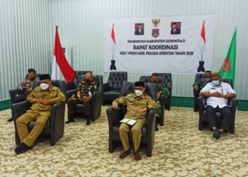 Rapat koordinasi KDH/WKDH hasil Pilkada serentak tahun 2020 yang di hadiri oleh Bupati Kabupaten Gorontalo, Nelson Pomalingo di dampingi wakilnya Hendra Hemeto dan jajaran Forkopimda. (Foto : Istimewa)