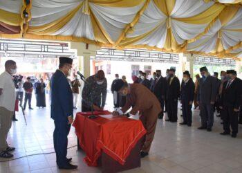 Pelantikan puluhan pejabat Pemkab Boalemo, berlangsung di Pendopo Kantor Bupati Boalemo. (Foto : Humas)