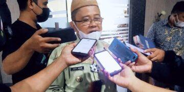 Bupati Gorontalo Utara, Indra Yasin, ketika diwawancarai awak media. (Foto : Istimewa)