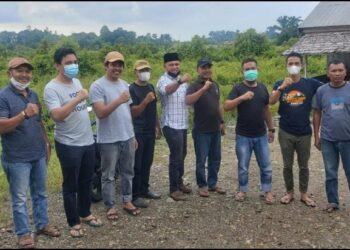 Ketua Bappilu DPD Hanura Sulteng, Aim Ngadi (tengah), bersama sebagian pengurus Hanura Sulteng, ketika berkunjung ke Morowali Utara, dalam rangka memantau situasi pelaksanaan PSU Pilkda yang bakal digelar. (Foto : Istimewa)