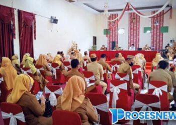 Penyerahan 979 SK Tenaga Pendidik di Aula Dinas Pendidikan Gorontalo Utara. (Foto : Istimewa)