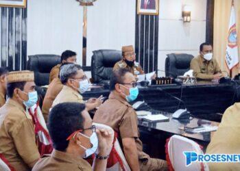 Rapat Koordinasi dan Evaluasi (Rakorev) Penyerapan Anggaran APBD dan APBN Triwulan I Tahun 2021 tingkat Provinsi Gorontalo, di Ruang Tinepo, Kantor Bupati Gorontalo Utara, selasa, (20/04/2021). (Foto : Istimewa)