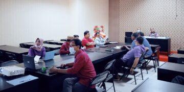 Pertemuan bersama Tim Koordinasi Kerja sama Antar Daerah (TKKAD), di Aula Bappeda Gorontalo Utara. (Foto : Istimewa)