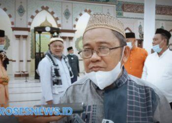 Bupati Gorontalo Utara, Indra Yasin, ketika diwawancarai usai mengikuti malam peringatan Nuzul Alquran. (Foto : Istimewa)