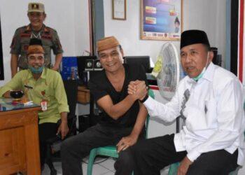 Plt Bupati Boalemo, Anas Jusuf (kanan), bersama mantan Plh Sekda Boalemo Sofyan Hasan. (Foto : Istimewa)
