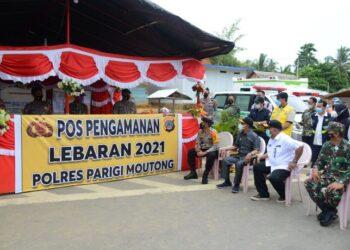 Gubernur Rusli Habibie (kemeja putih) bersama Wakil Gubernur Sulteng Rusli Dg. Palabbi (kedua kiri) serta Forkopimda Gorontalo saat meninjau posko perbatasan darat Sulawesi Tengah – Gorontalo, Sabtu (8/5/2021). (Foto: Salman)