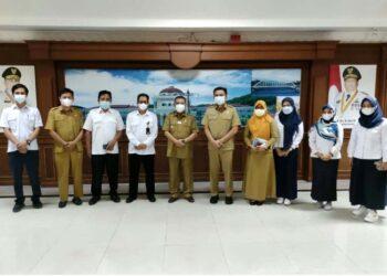 Foto bersama delegasi TK-PSDA Provinsi Gorontalo dengan Wagub Gorontalo H. Idris Rahim di Gubernuran Gorontalo, Senin (10/5/2021). (Foto : Adc)
