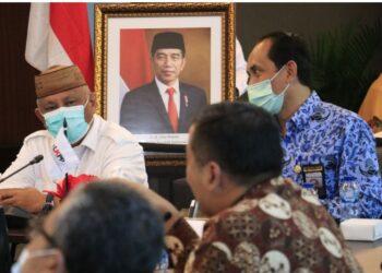 Gubernur Gorontalo saat audiensi dengan Kepala LKPP Roni Dwi