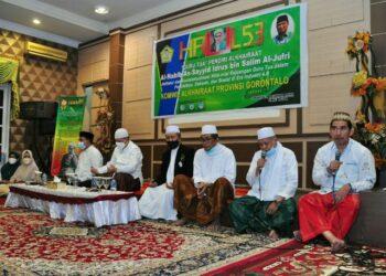 Suasana doa tahlil dalam rangka Haul ke-53 Guru Tua yang digelar oleh Komwil Alkhairaat Provinsi Gorontalo di aula rumah jabatan Wagub Gorontalo, Ahad (23/5/2021). (Foto : Haris)