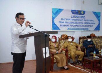 Kepala BKKBN RI Hasto Wardoyo saat memberikan sambutan pada peluncuran alat kontrasepsi implan satu batang, di aula Rumah Sakit Siti Khadijah, Kota Gorontalo, Senin (24/5/2021).