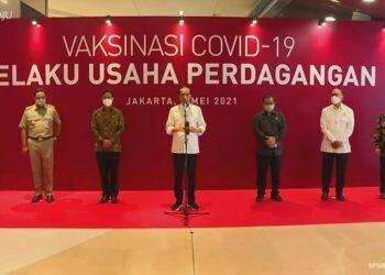 Jokowi pastikan pelaksanaan vaksinasi bagi para pelaku usaha di Kawasan Perbelanjaan. (Foto : Istimewa)