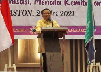 Wakil Gubernur Gorontalo Idris Rahim saat memberikan sambutan pada pelaksanaan Musyawarah Besar (Mubes) IV Ikatan Keluarga Alumni (IKA) SMPPN 56/ SMAN 3 Gorontalo, di Hotel Aston Gorontalo, Sabtu (29/5/2021). (Foto : Fikri)