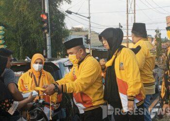 DPD Partai Golkar Pohuwato membagikan masker dan Takjil buka puasa kepada Warga (Foto : Iskandar Badu)