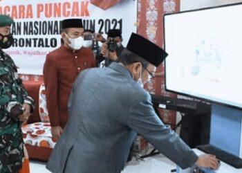 Indra Yasin, ketika melaunching Aplikasi, di Dinas Pendidikan Gorontalo Utara. Minggu, (02/05/2021). (Foto : Istimewa).