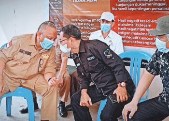 Wakil Bupati Gorontalo Utara, Thariq Modanggu, mendampingi Gubernur Provinsi Gorontalo saat melakukan kunjungan kerja di Kabupaten Gorontalo Utara. Senin, (03/05/2021). (Foto : Istimewa)