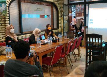 Kadinkes Provinsi Gorontalo dr. Yana Yanti Suleman, SH., saat memberikan sambutan terkait kemitraan dengan media, Selasa (04/05/2021) di RM Mawar Saron.