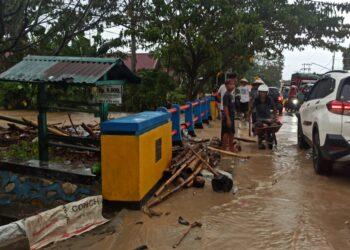 Kondisi salah satu jembatan di Jalan Raya, Wilayah Kecamatan Limboto. (Foto : Istimewa)