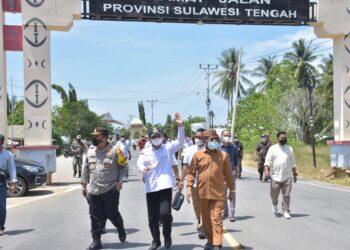 Bupati Pohuwato bersama Forkopimda saat mengecek kesiapan Penutupan Perbatasan (Foto : Humas)