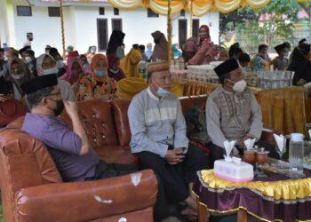 Beni Nento saat mengadiri Safari Ramadan Pemda Pohuwato di Kecamatan Marisa (Foto : Humas)