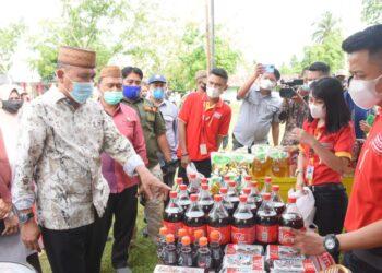 Anas Jusuf meninjau langsung pelaksanaan paspar murah oleh NKRI Peduli. (Foto : Humas)