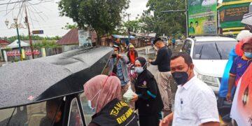 IDI Kabupaten Gorontalo, bagikan ribuan paket Takjil ke pengguna jalan. (Foto : Istimewa)