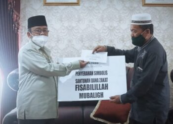 Serah terima santunan dana zakat Mubalig. (Foto : Istimewa)