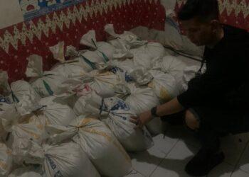 Kasat Narkoba Polres Gorontalo Kota IPTU Iwan Matthew Frans Kapojos saat melakukan pengeledahan
