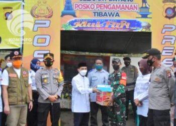 Bupati Kabupaten Gorontalo, Nelson Pomalingo bersama jajaran Forkopimda saat meninjau posko lebaran. (Foto : Istimewa)