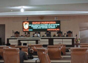 Rapat Paripurna Dalam Rangka Pengambilan Keputusan Terhadap Perubahan Perda No-2 tahun 2018 Tentang Pilkades. Berlangsung di Ruang Sidang DPRD Kabupaten Gorontalo Utara, Senin (10/05/2021). (Foto : Istimewa)