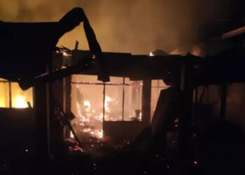 Kebakaran yang melanda rumah milik Laode Haris.