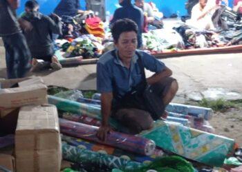 Salah seorang pedagang pasar tradisional di Kecamatan Tilamuta. (Foto : Istimewa)
