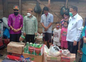 Penyerahan bantuan Pemkab Boalemo. (Foto : Istimewa)
