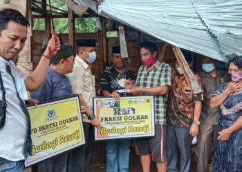 Foto Golkar Boalemo berbagi rezeki bantu korban bencana di Desa Hungayonaa, Kecamatan Tilamuta. (Foto : Istimewa)