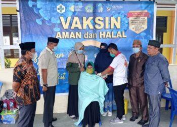 Dokumentasi Wakil Ketua DPRD Boalemo Lahmuddin Hambali, meninjau pelaksanaan Vaksinasi. (Foto : Istimewa)