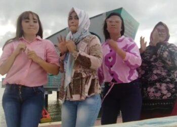 Video TikTok Viral di Halaman Masjid Terapung Nurul Bahri Pohuwato.
