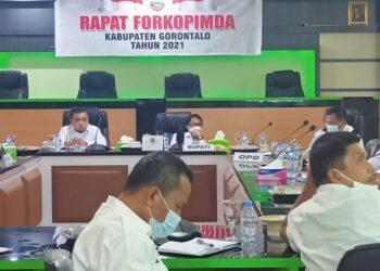 Rapat Forkopimda Kabupaten Gorontalo terkait PPKM yang dipimpin Bupati Kabupaten Gorontalo, Nelson Pomalingo. (Foto : Istimewa)