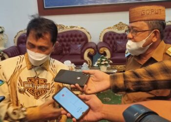 Bupati Kabupaten Gorontalo, Nelson Pomalingo (kiri), bersama Bupati Kabupaten Gorontalo Utara, Indra Yasin. (Foto : Istimewa)
