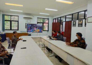 Nelson Pomalingo (kiri atas), ketika berkunjung ke Universitas Indonesia (Foto : Istimewa)