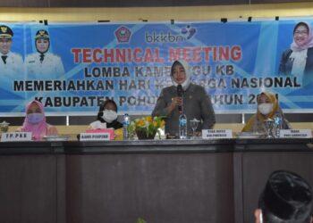 Suharsi Igirisa membuka Kegiatan Technical Meeting Lomba Kambungu KB. (Foto : Humas)