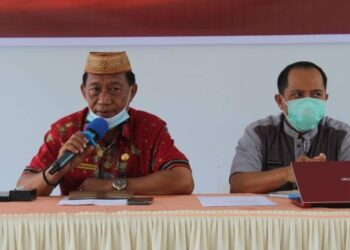 Kepala Dikpora Boalemo, Hasan Makuta (kiri), bersama Kabid Pembinaan dan Ketenagaan, Moh. Nasir. (Foto : Istimewa)