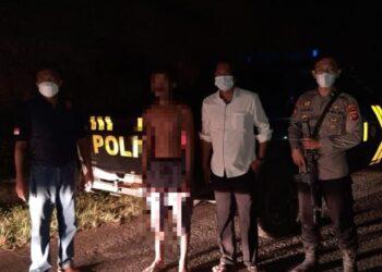 Tim Polres Gorontalo Utara, mengamankan seorang pria mabuk dan membuat onar. (Foto : Istimewa).