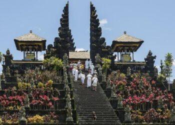 Pura Besakih, Bali. Akan memiliki lhan parkir yang bisa menampung 1.369 mobil, 61 bus sedang dan 5 bus besar. WIKI COMMONS /CEPhoto