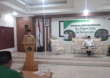 Ridwan Yasin saat memberikan materi pembinaan moderasi beragama di Kantor Kemenag Gorontalo Utara. (Foto : Dwi)