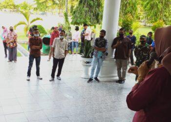 AMMPD ketika mendatangi Kantor Bupati Kabupaten Gorontalo.