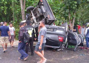 Kondisi 2 unit mobil terlibat lakalantas di Tilamuta. (Foto : Facebook Bobby Amir)