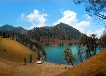 Keindahan Danau Ranu Kumbolo, sumber: www.pegipegi.com