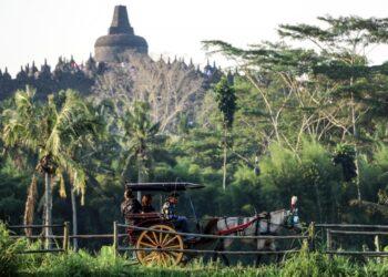 Foto Cover: Aktivitas masyarakat di seputar kawasan Candi Borobudur. (Wonderfulimages.id)