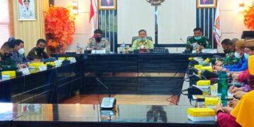 Forkopimda Gorontalo Utara melakukan rapat dalam rangka HUT-RI ke 76 di Aula Tinepo, Kantor Bupati Gorontalo Utara. (Foto : Istimewa)